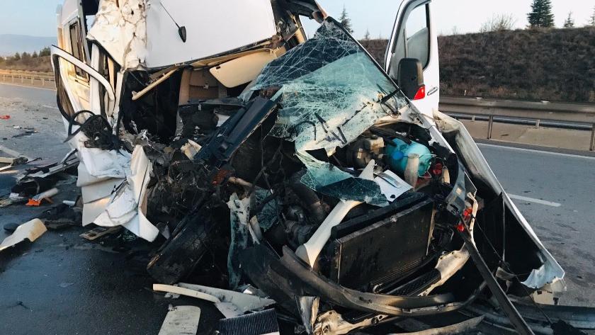 Bursaspor taraftarlarını taşıyan minibüs TIR'la çarpıştı: 17 yaralı