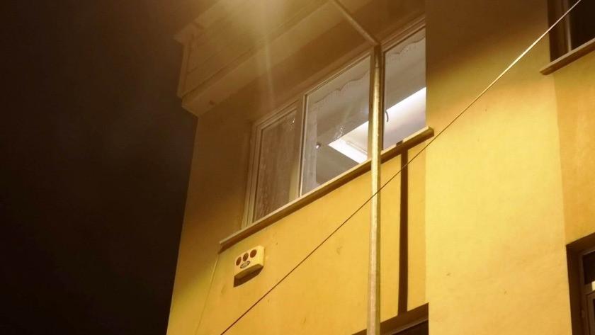 Bursa'da kimliği belirsiz kişiler apartmana kurşun yağdırdı