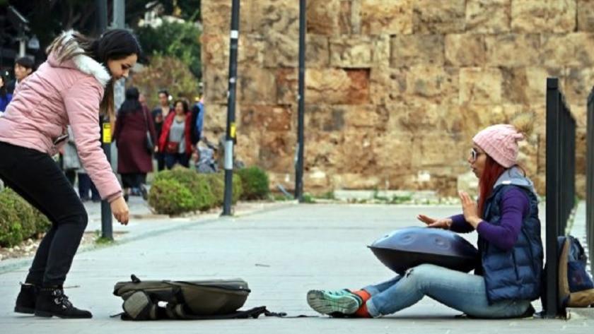 İranlı öğrenci ülkesinde yasak olan enstürmanı Türkiye' de çalıyor!