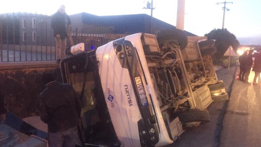İzmir'de servis minibüsü otomobille çarpıştı: 8 yaralı