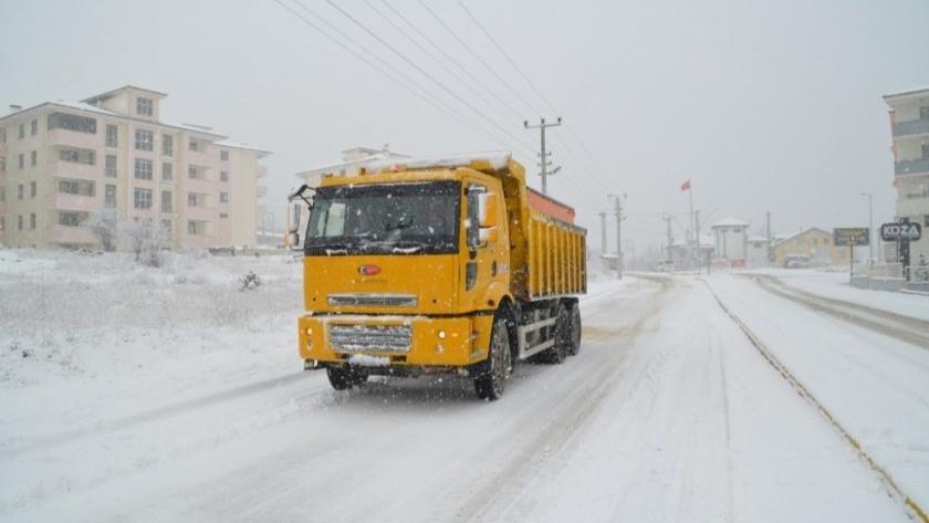Safranbolu'da kar küreme ve tuzlama çalışması