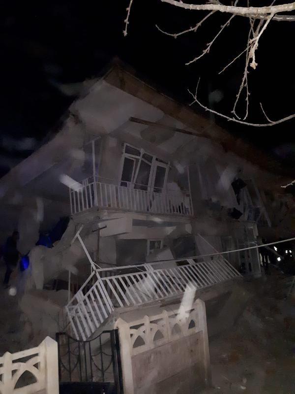 Elazığ depremine inanılmaz görüntüler! Ölü ve yaralılar var! - Sayfa 4