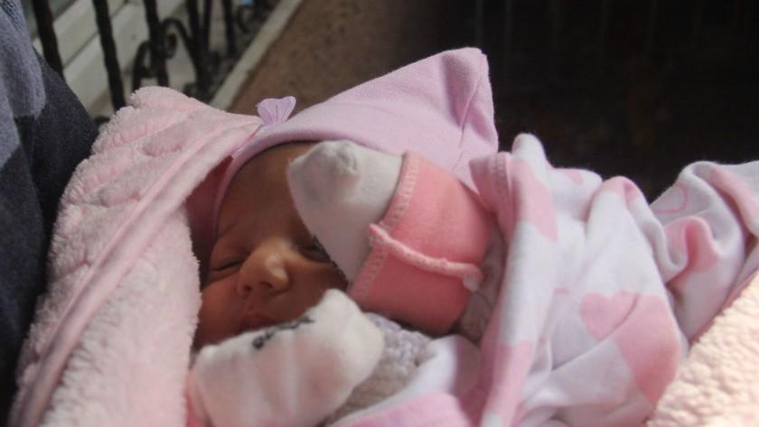 Kocasına kızıp 40 günlük bebeği kapı önüne bıraktı