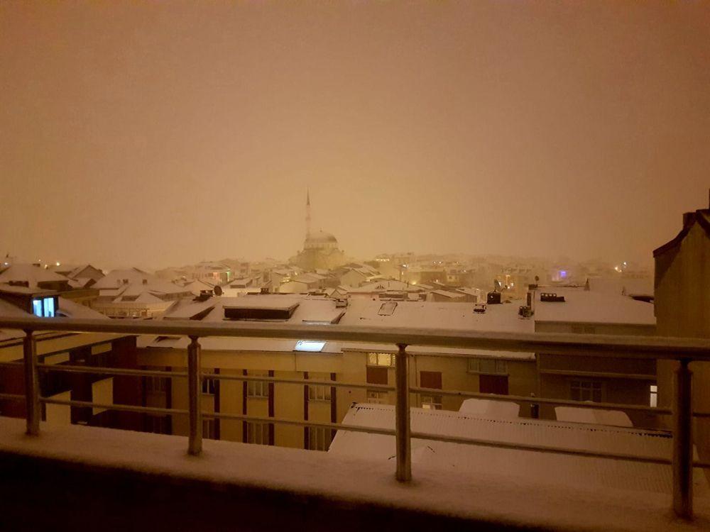 İstanbul kent geneli beyaza büründü! Kar ne kadar sürecek? VİDEO İZLE - Sayfa 1