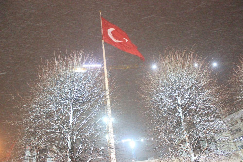 İstanbul kent geneli beyaza büründü! Kar ne kadar sürecek? VİDEO İZLE - Sayfa 3