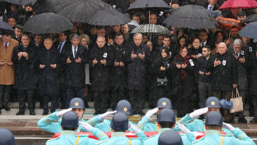 Bahçeli ile Akşener'i 5 yıl aradan sonra el sıkıştıran cenaze