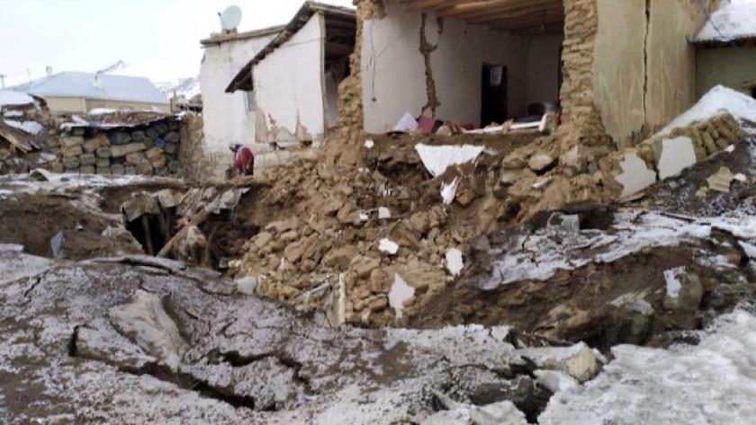 İran depremi sonrası Van'da bazı evler yıkıldı !