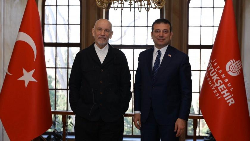 Ekrem İmamoğlu-Malkovich buluşmasında kolonyalı korona önlemi