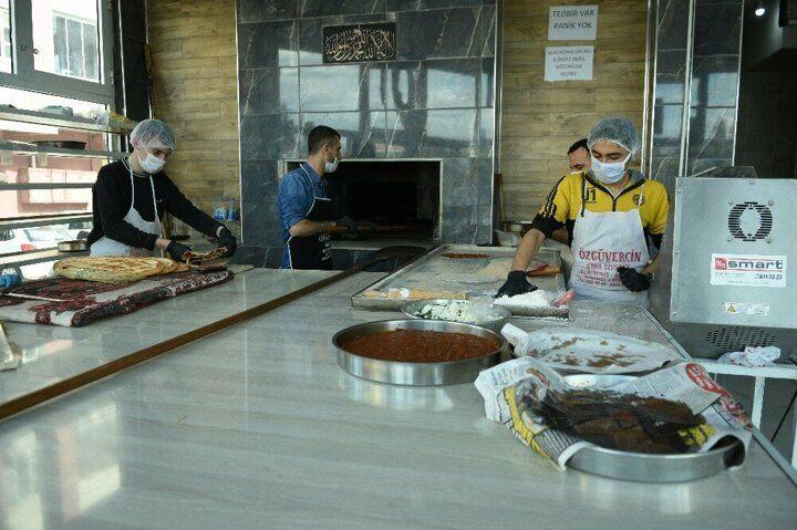Şanlıurfa'da mahalle fırıncısı işsizlere ücretsiz ekmek veriyor! - Sayfa 2