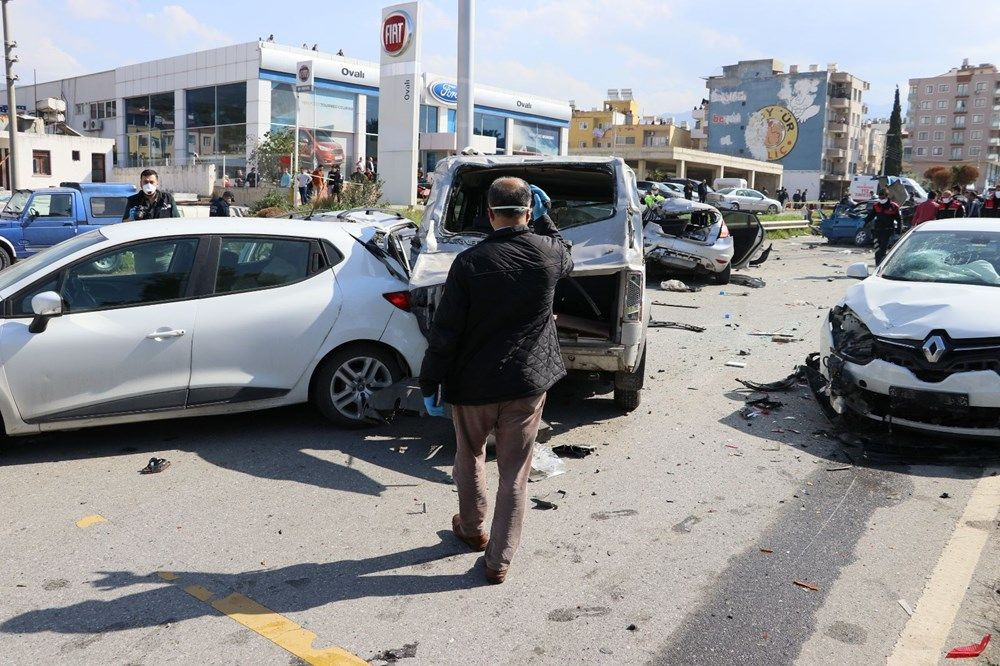 Katliam gibi kaza! Freni boşalan TIR araçlara çarptı! Çok sayıda ölü ve yaralı var - Sayfa 2