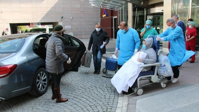 Koronavirüsü yenen iki yaşlı vatandaş, alkışlarla taburcu oldu !