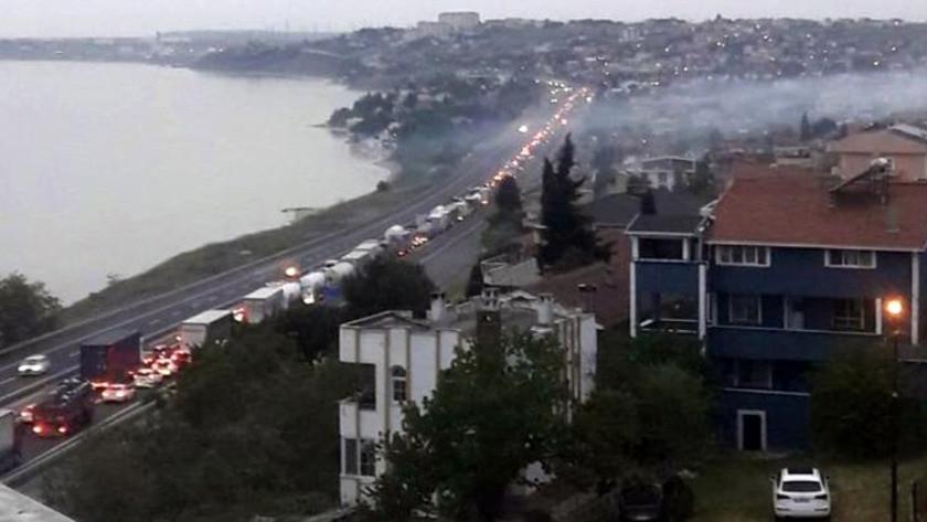 Sokağa çıkma yasağı öncesi İstanbul'da araç kuyruğu!