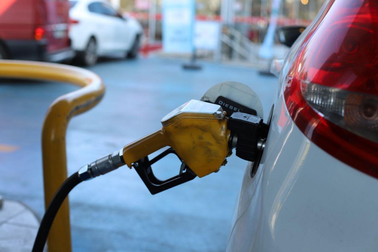 Benzin ve motorine büyük zam geldi!Benzin kaç lira oldu? - Sayfa 1