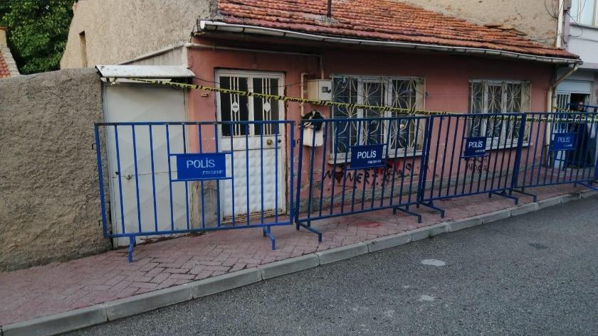 Eskişehir'de 4 kişilik ailenin yaşadığı ev karantinaya alındı