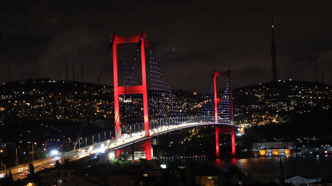 İstanbul'daki köprülerde Azerbaycan renkleri - Sayfa 4
