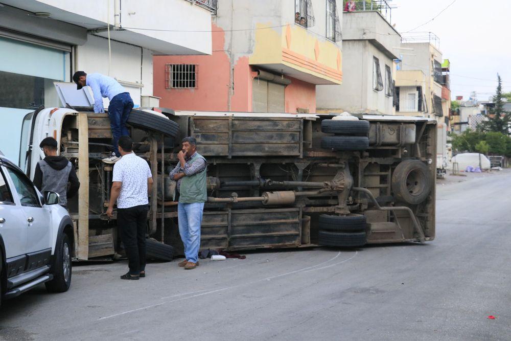 Adana'da korkunç kaza: Tarım işçilerini taşıyan 2 midibüs kavşakta çarpıştı! Kazada 12 yaralı var! - Sayfa 1