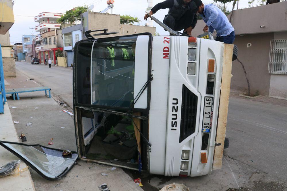 Adana'da korkunç kaza: Tarım işçilerini taşıyan 2 midibüs kavşakta çarpıştı! Kazada 12 yaralı var! - Sayfa 3