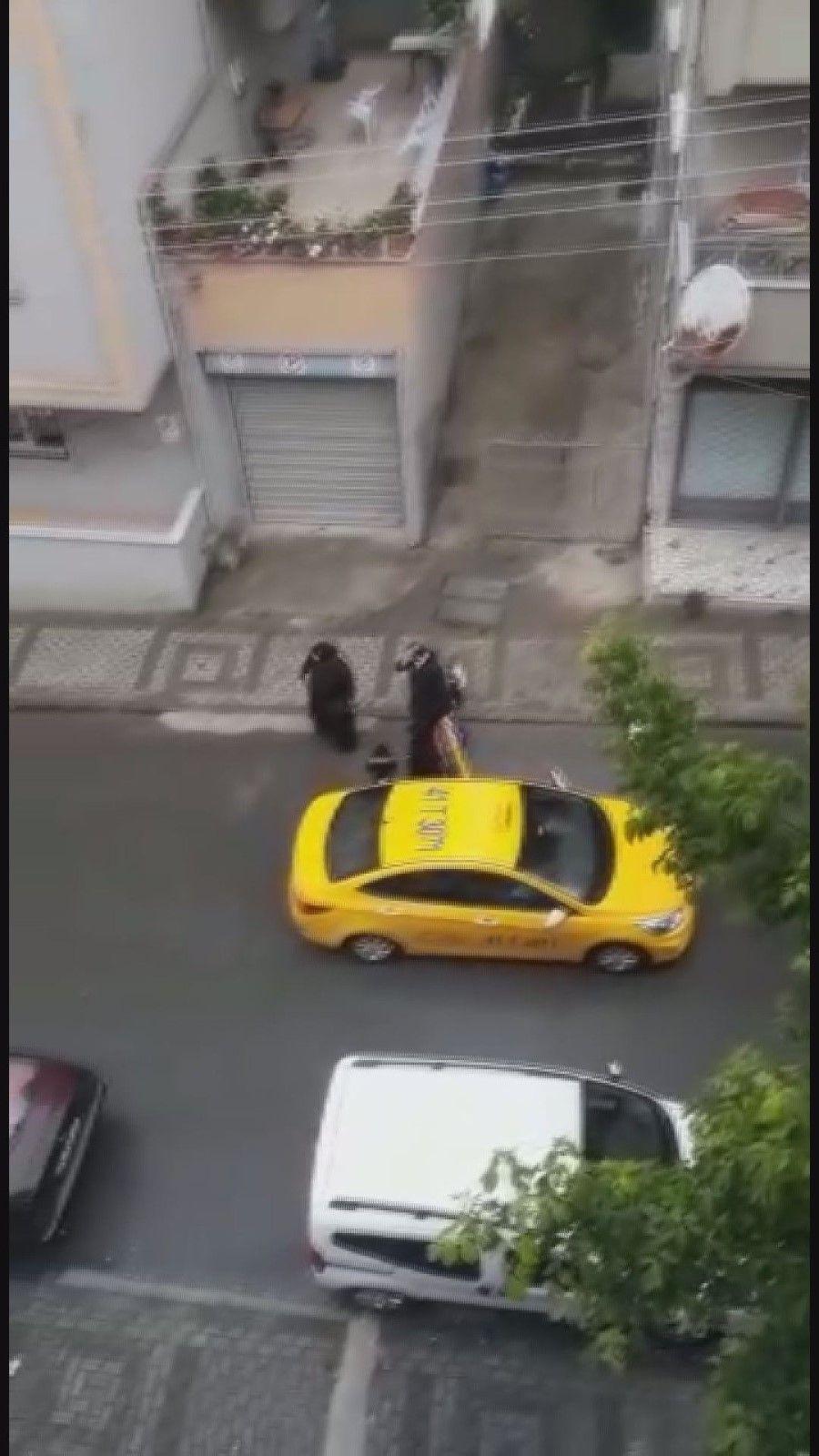 Böyle vicdansızlık görülmedi! Doğum yapan kadını taksici aracından attı! video izle - Sayfa 1