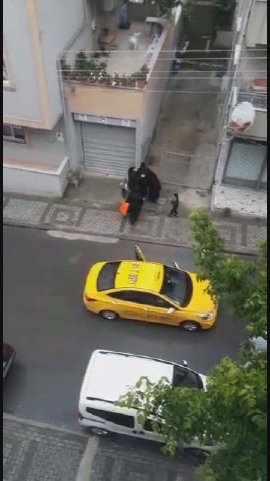 Böyle vicdansızlık görülmedi! Doğum yapan kadını taksici aracından attı! video izle - Sayfa 4