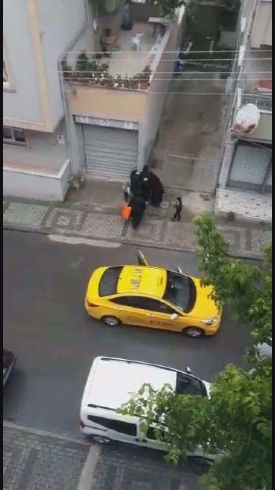 Böyle vicdansızlık görülmedi! Doğum yapan kadını taksici aracından attı! video izle - Sayfa 2