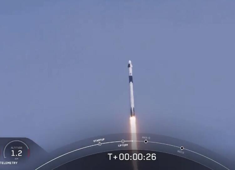 ''SpaceX'' ilk insanlı uçuşunu gerçekleştirdi! - Sayfa 1