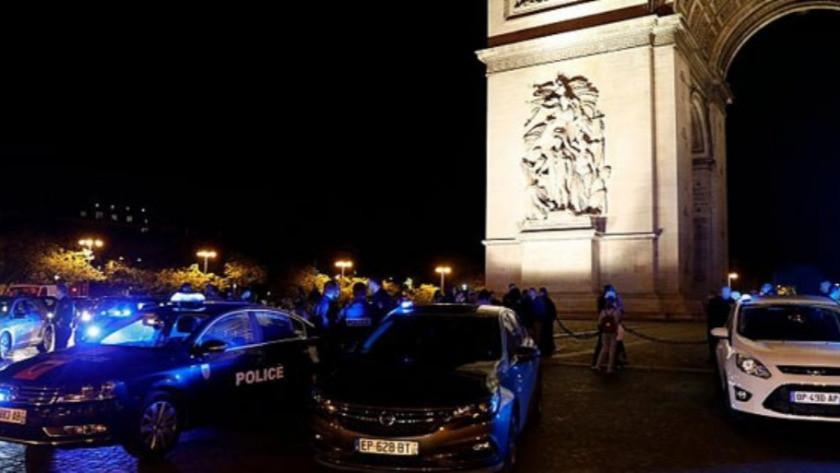 Fransa'da polisler hükümeti protesto ediyor !