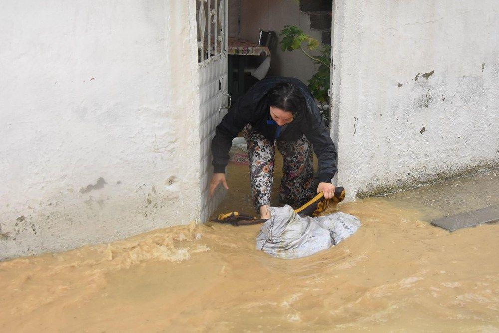 Sağanak yağış bu seferde İzmir'i vurdu! Evleri su bastı - Sayfa 3
