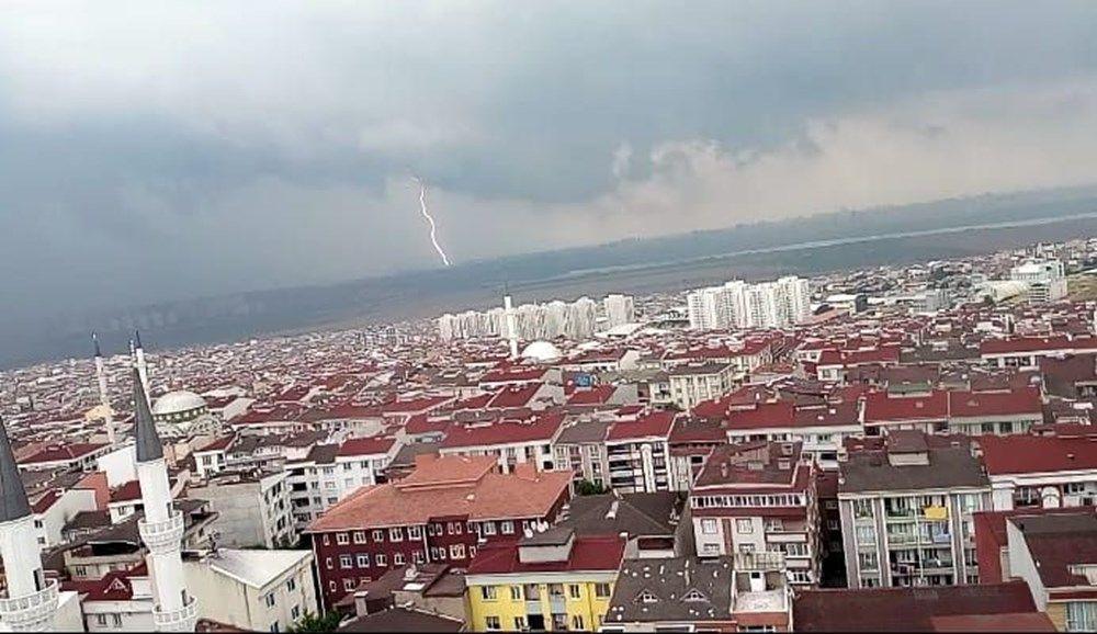Yağmurun teslim aldığı İstanbul'dan inanılmaz görüntüler! Yağmur, sel, hortum... - Sayfa 4