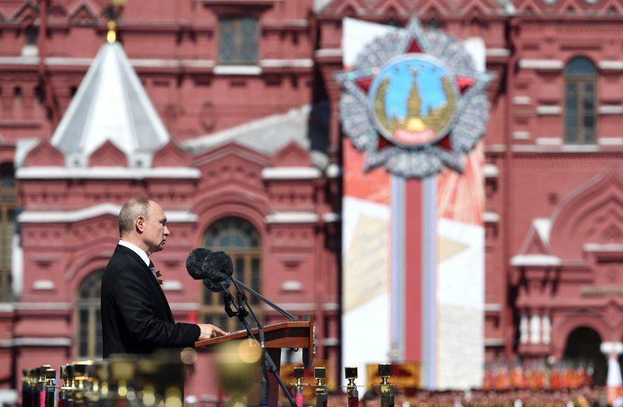 Putin, Moskova'da askeri geçit töreni düzenlenmesiyle gündem oldu! - Sayfa 2