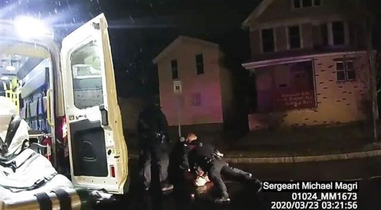ABD'de infial yaratan görüntüler! Polis poşetle boğdu - Sayfa 4