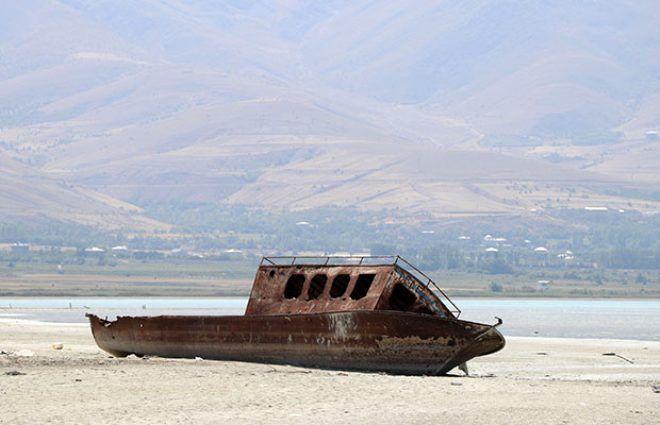 Türkiye'nin en büyük gölünde su seviyesi 1 metreye düştü! - Sayfa 2