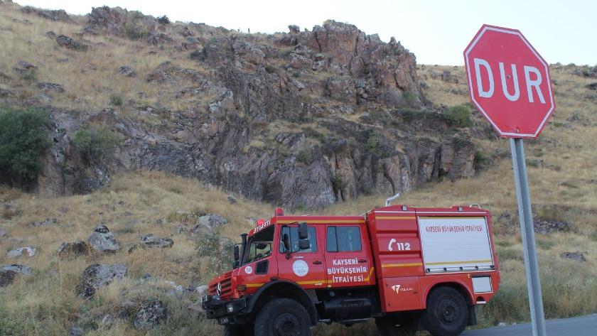 Kayalıklarda tüfekle intihara kalkışan vatandaşı polis ikna etti