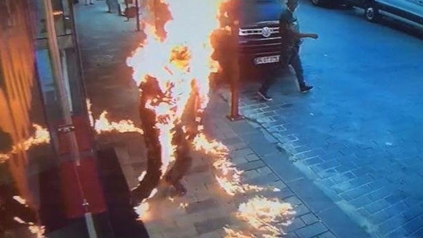 Beyoğlu'nda kardeşini tiner döküp ateşe verdi!