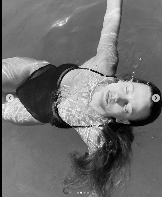 Serenay Sarıkaya'dan deniz kızı pozları! - Sayfa 4