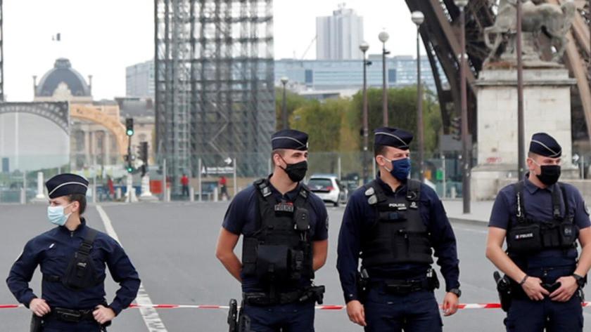 Paris'te eski Charlie Hebdo ofisi yakınında bıçaklı saldırı!