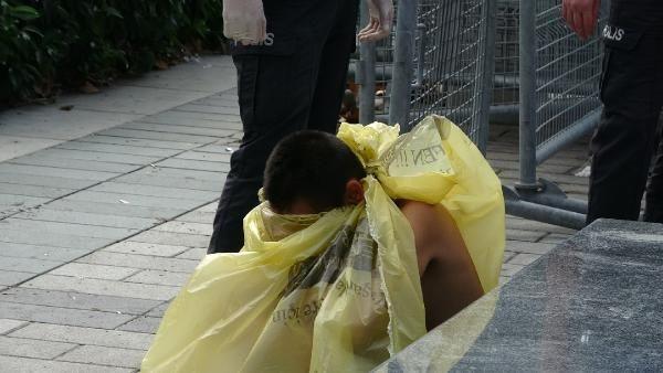 Taksim Meydanı'nda çıplak kadın şoku! Çıplaka kadın görenleri şaşkına çevirdi! video izle - Sayfa 1