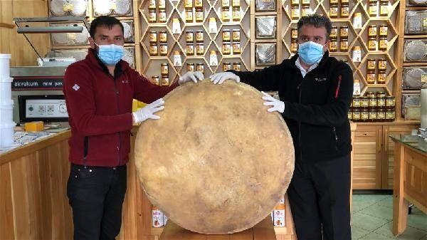 Kars'ta 100 kiloluk dev gravyer peyniri değeri dudak uçuklattı! - Sayfa 1