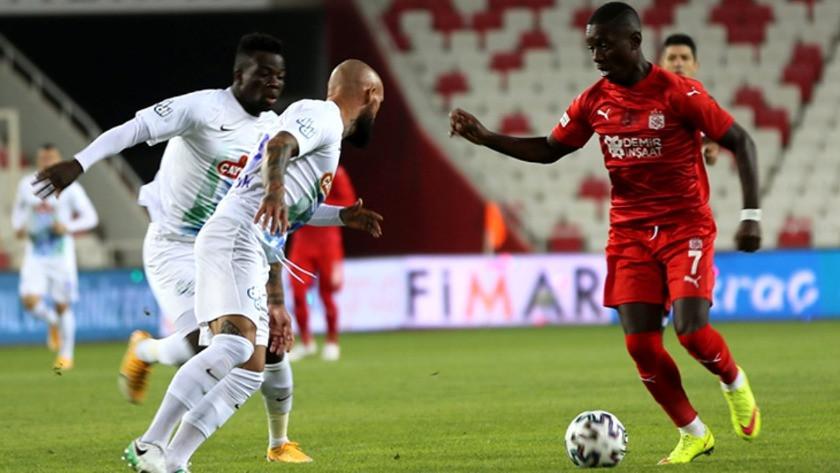 Çaykur Rizespor deplasmanda Demir Grup Sivasspor'u 2-0 yenmeyi başardı