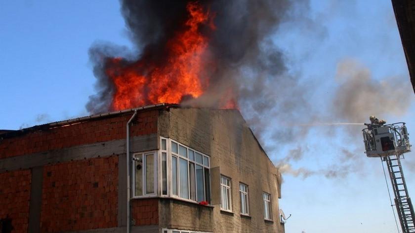 İstanbul Beyoğlu'nda bir binada yangın çıktı