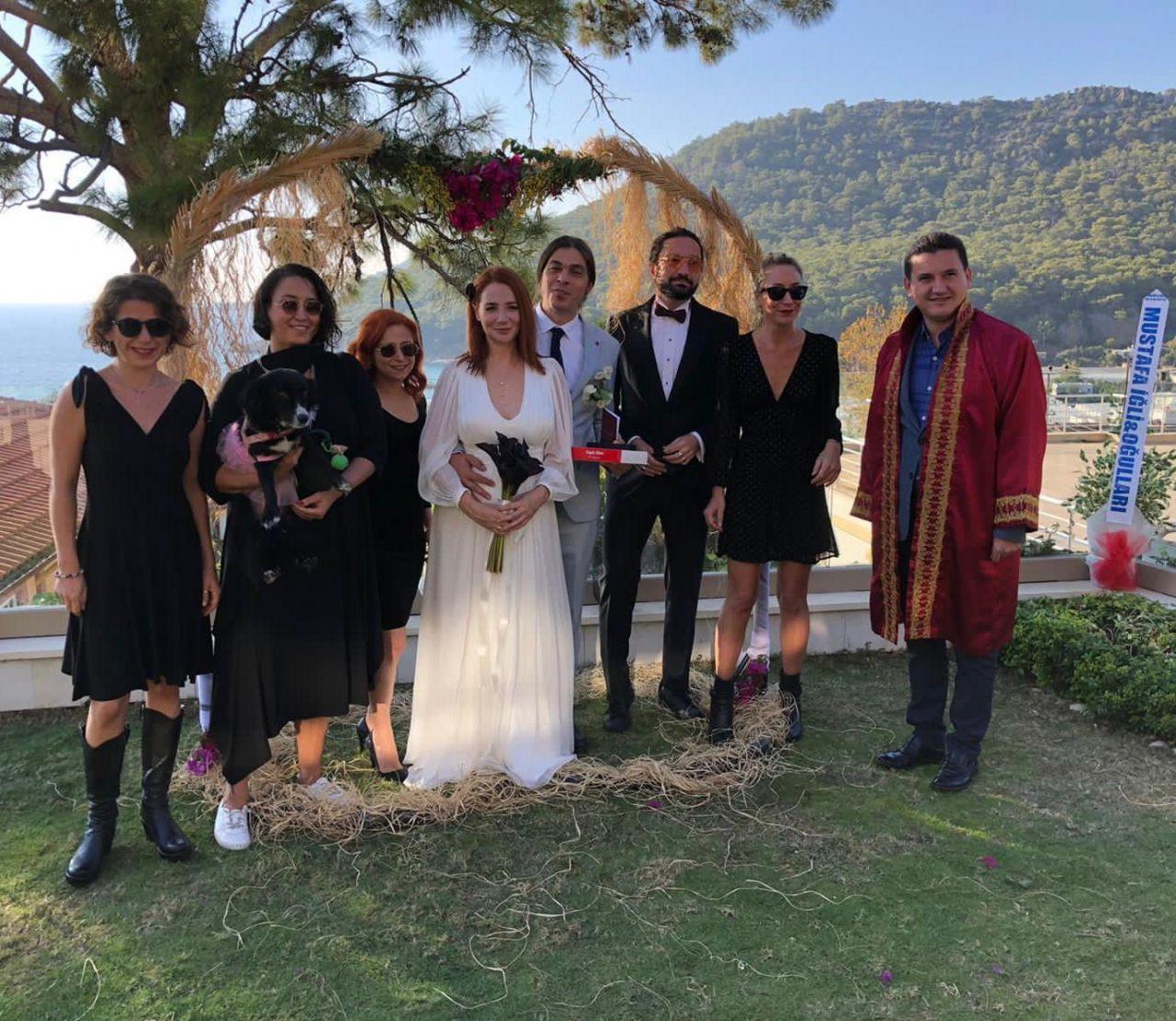 Şarkıçı Aylin Aslım ve Utku Vargı, Antalya'da nikah masasına oturdular - Sayfa 1