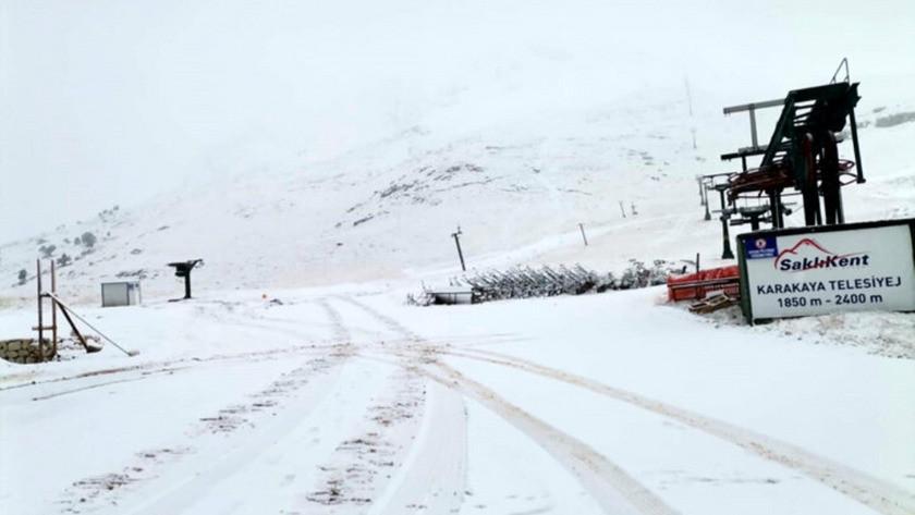 Antalya'ya yılın ilk karı yağdı