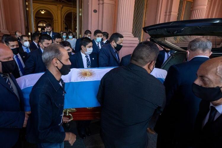 Efsane futbolcu Maradona son yolculuğuna uğurlandı - Sayfa 4