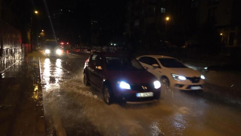 İzmir'de şiddetli sağanak etkili oldu