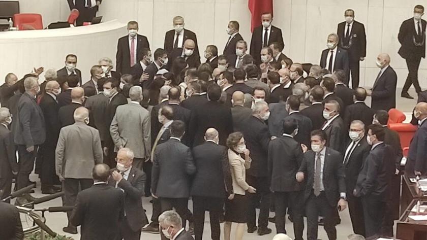 AK Parti'li ve HDP'li vekiller birbirinin üzerine yürüdü