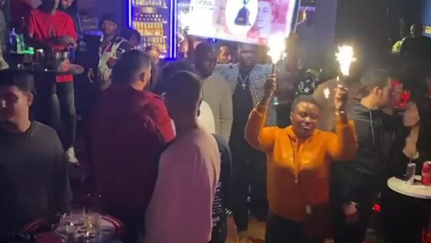 Beyoğlu'ndaki partide tedbirlerin hiçe sayıldığı şok görüntüler! video