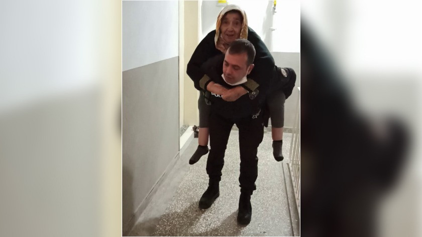 Polis, yaşlı hastayı 5. kata kadar sırtında taşıdı