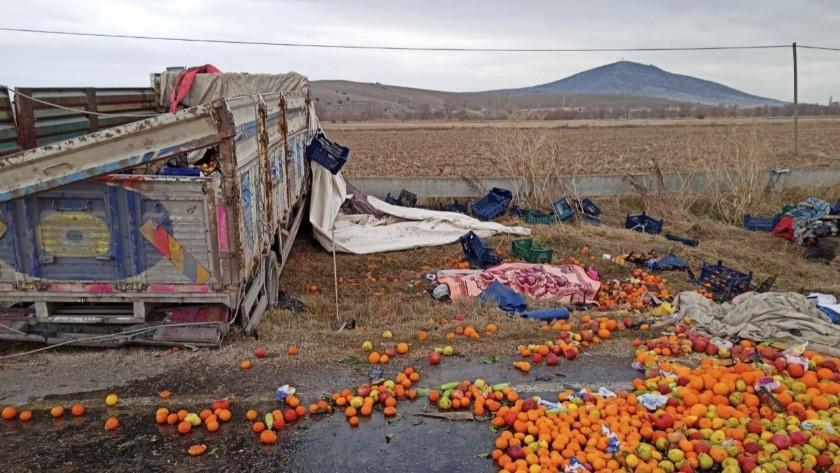 Meyve yüklü kamyon takla attı: 2 ölü