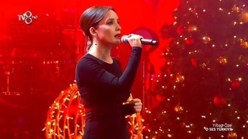 O Ses Türkiye Yılbaşı'na katılan Nazlı Çelik'in performansı büyüledi