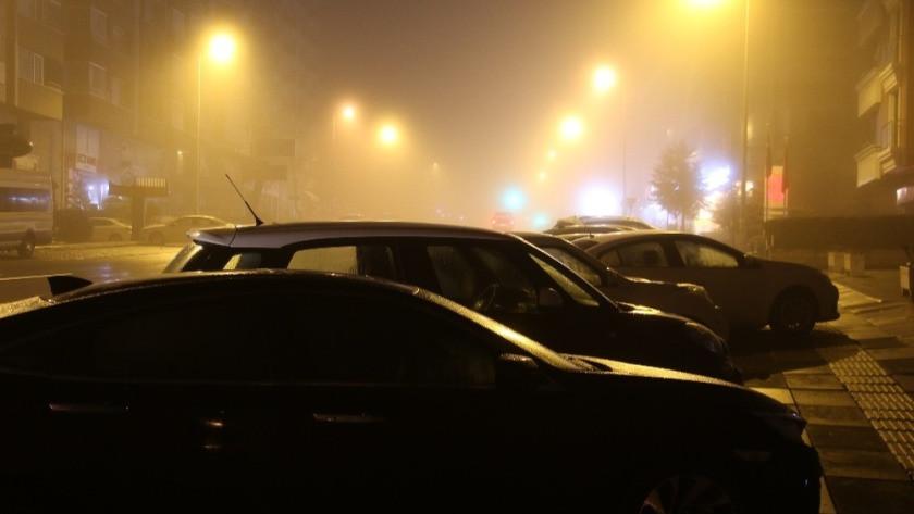 Ankara gece geç saatlerden itibaren sisle kaplandı!