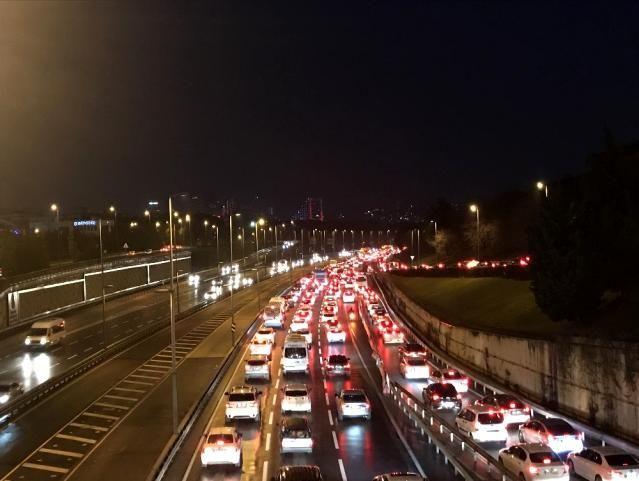56 saatlik kısıtlama sonrası İstanbul'da trafik yoğunluğu - Sayfa 4